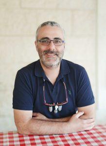 דוקטור אורן עובדיה - מומחה לטיפולי שורש (אנדודונט)